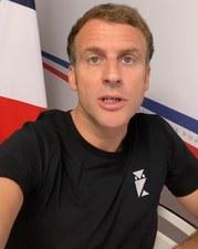 Francja: Macron nagrał wideo na TikToku. Jego koszulka wywołała zamieszanie