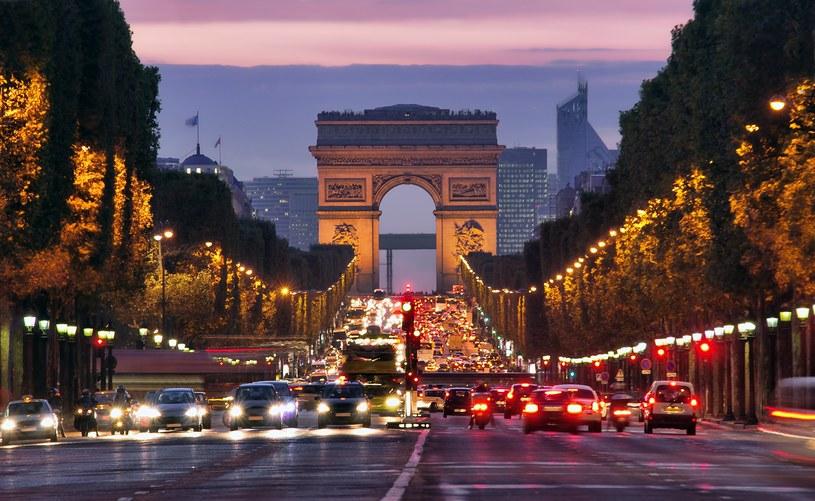 Francja nęka polskie firmy... Nz. Pola Elizejskie w Paryżu /123RF/PICSEL