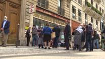 Francja: Nie mogą wrócić do domu. Koczują przed drzwiami linii lotniczych