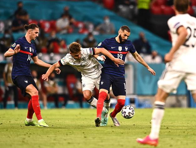 Francja - Niemcy 1:0 na Euro 2020. O piłkę walczą Karim Benzema i Joshua Kimmich /LUKAS BARTH-TUTTAS / POOL /PAP/EPA