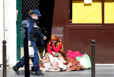 Francja: Około 1000 bezdomnych zakażonych koronawirusem