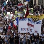 Francja: Około 160 tys. osób protestowało przeciwko paszportom sanitarnym