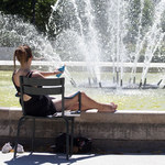 Francja: Pobito opalającą się w parku kobietę