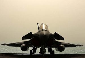 Francja wysyła lotniskowiec do walki z Państwem Islamskim