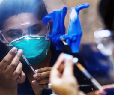 Francja zaostrza przepisy ws. szczepień przeciw koronawirusowi