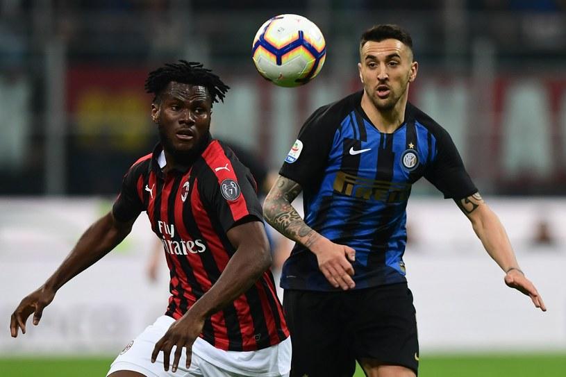 Franck Kessie (L) w pojedynku z  Matiasem Vecino z Interu /MIGUEL MEDINA /AFP