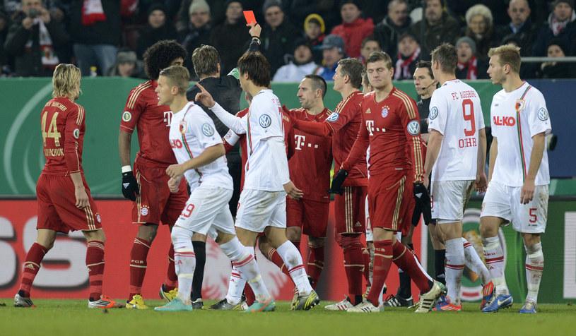 Franck Ribery ogląda czerwoną kartkę /AFP