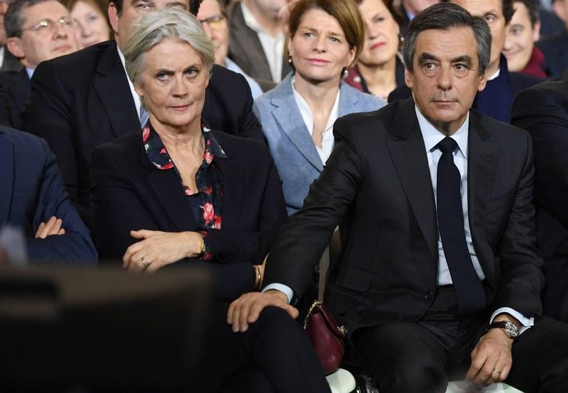 Francois Fillon (P) z żoną Penelope (L) /AFP