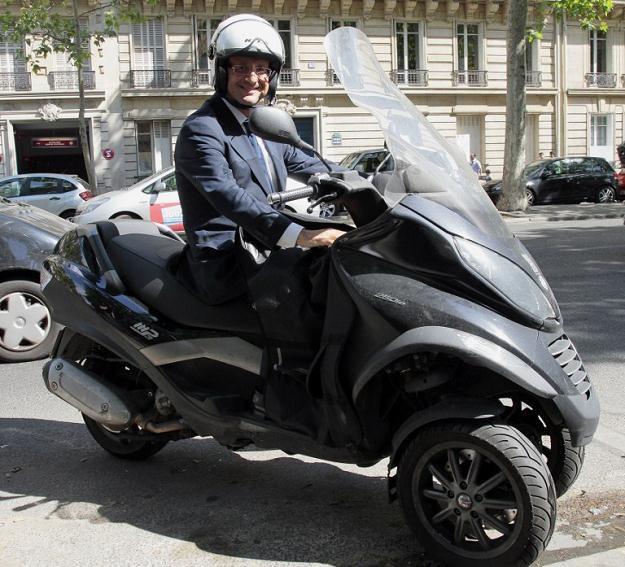 Francois Hollande na skuterze /AFP