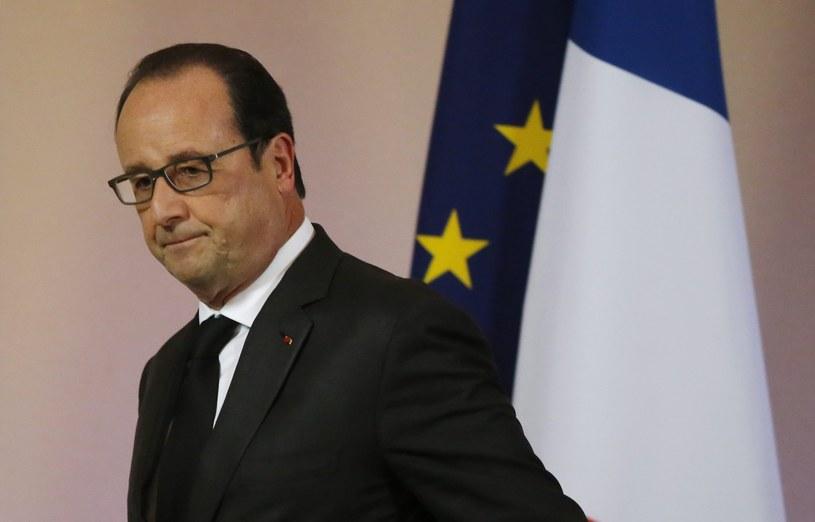 """Francois Hollande podkreślił, że Francja """"zintensyfikuje uderzenia i wybierze cele, których zniszczenie wyrządzi możliwie najwięcej szkód terrorystycznej armii"""" IS /MICHEL EULER  /PAP/EPA"""