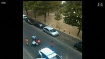 Francuscy policjanci biją kobietę. Amatorskie nagranie wstrząsnęło Francją