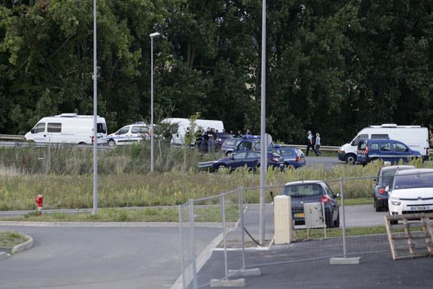 Francuscy żandarmi w pobliżu miejsca strzelaniny fot. Kenzo Tribouillard /AFP