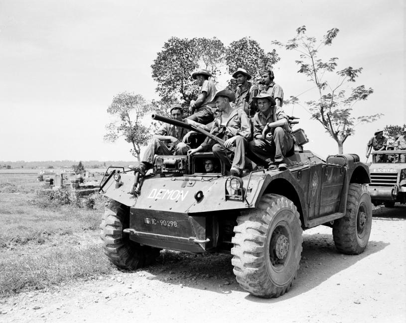 Francuscy żołnierze dysponowali o wiele lepszym sprzętem i uzbrojeniem, niż armia Viet Minhu /East News