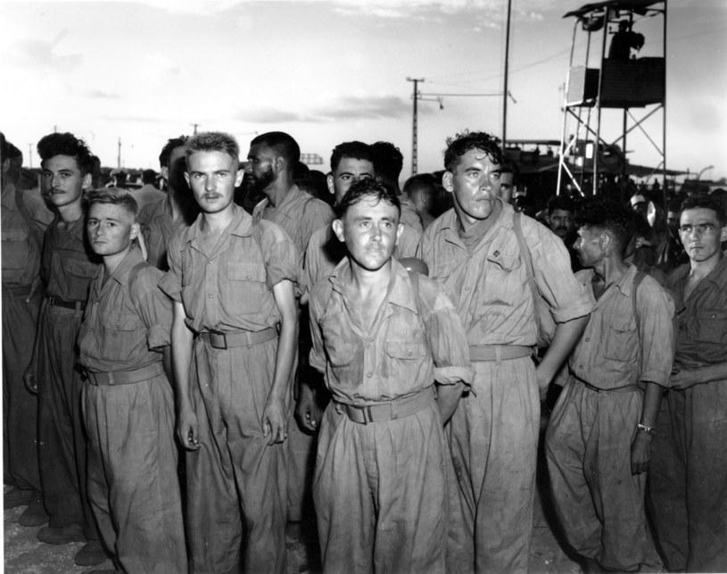 Francuscy żołnierze, którym udało się ujść z życiem, trafili do niewoli /East News