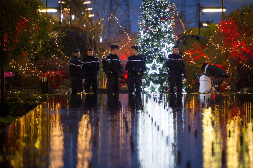 Francuska policja intensywnie patroluje miasta /GUILLAUME SOUVANT /AFP