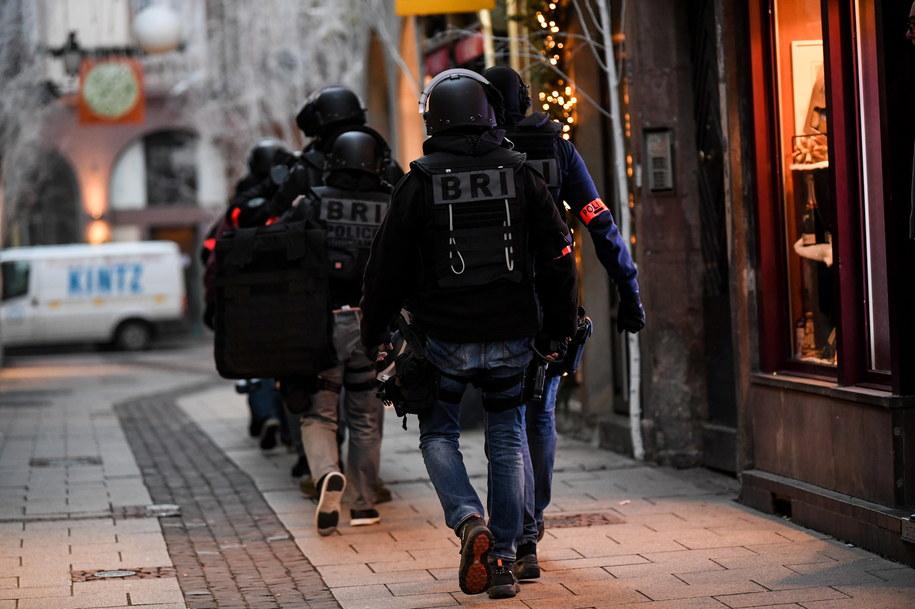 Francuska policja na miejscu strzelaniny w Strasburgu /Patrick Seeger  /PAP/EPA
