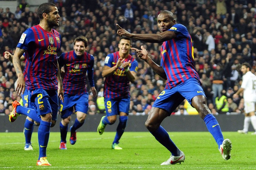 Francuski piłkarz FC Barcelona Eric Abidal (z prawej) /AFP