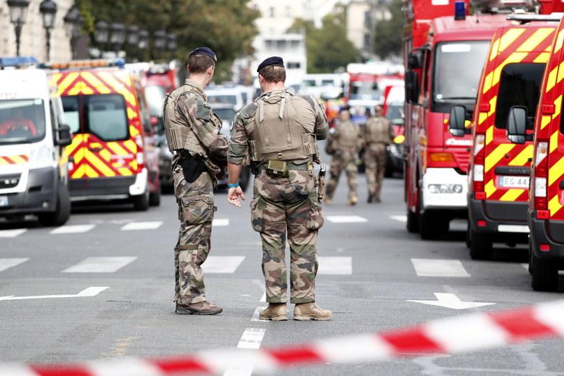 """Francuski prokurator ds. walki z terroryzmem Jean-Francois Ricard poinformował w sobotę, że śledztwo wykazało oznaki """"utajonej radykalizacji"""" nożownika, który w czwartek dokonał ataku w budynku stołecznej prefektury policji, zabijając czworo jej pracowników"""