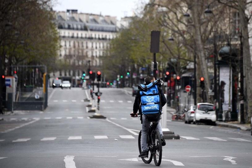 Francuski rząd uruchomił program wsparcia dla rowerzystów /FRANCK FIFE /AFP