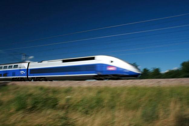 Francuskie koleje państwowe przedstawiły we wtorek tanią taryfę na podróż szybkimi kolejami TGV /©123RF/PICSEL