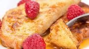 Francuskie tosty z miodem i leśnymi owocami