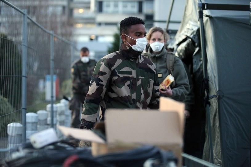 Francuskie wojsko już pomaga w walce z koronawirusem /Johannes Simon /Getty Images
