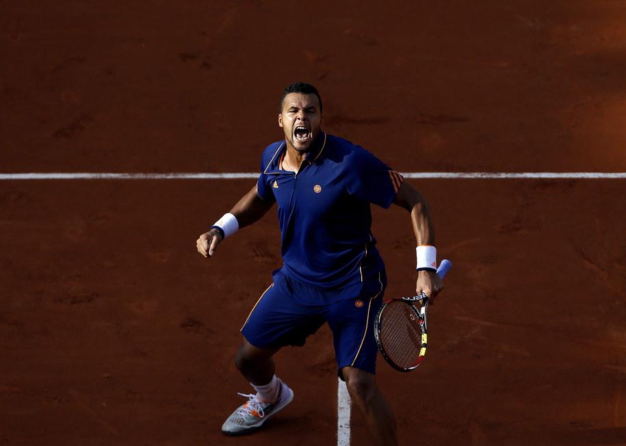 Francuz cieszy się z wygranego meczu /YOAN VALAT  /PAP/EPA