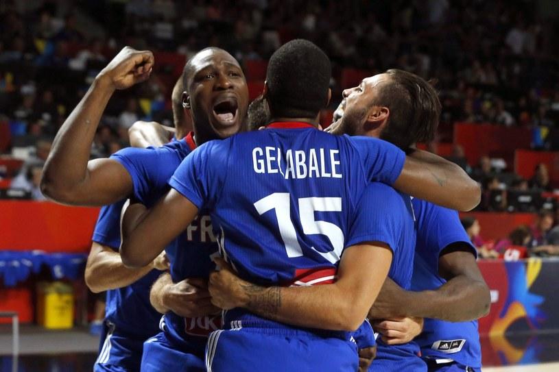 Francuzi cieszą się z brązowego medalu /AFP