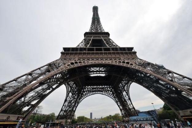 Francuzi w mniejszym stopniu niż ich wschodni sąsiedzi wierzą w przyszłość swojej gospodarki /AFP