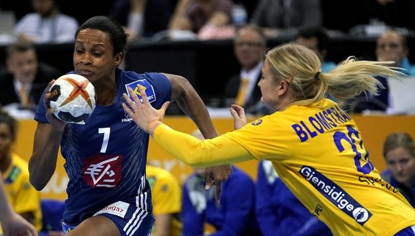 Francuzka Allison Pineau (z lewej) i Szwedka Hanna Blomstrand /PAP/EPA