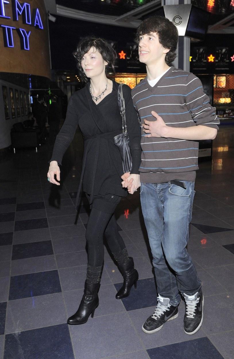 Franek Przybylski ze swoją mamą Agnieszką Glińską, 2010 r. /East News