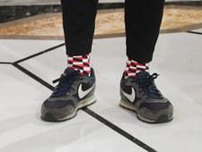 Franek Sterczewski w brudnych butach na uroczystości w Sejmie