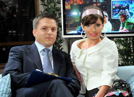 Frania rzuca bycie nianią i postanwia zrobić karierę telewizyjną /TVN