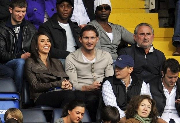 Frank Lampard (w środku), z ojcem Frankiem seniorem i swoją dziewczyną Christine Bleakley /AFP