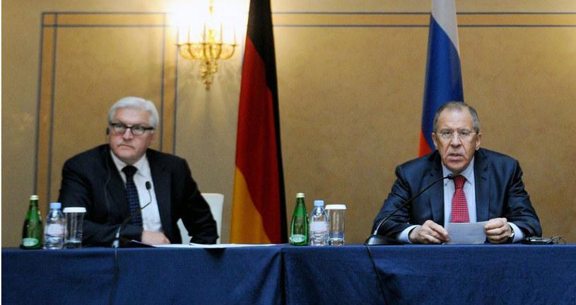 Frank-Walter Steinmeier (L) i Siergiej Ławrow (P). /AFP