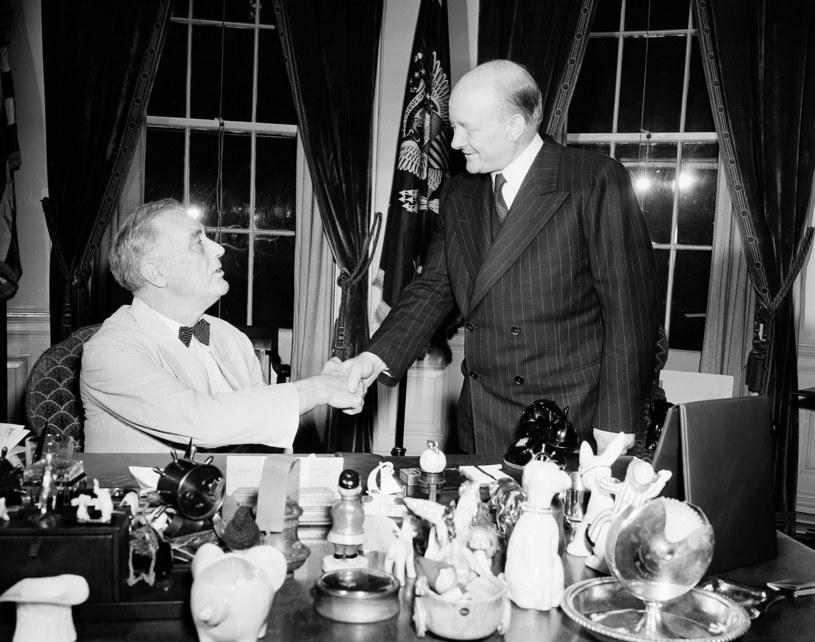 Franklin Delano Roosevelt (z lewej) i Stanisław Mikołajczyk w czerwcu 1944 r. /AP Photo/John Rous /East News