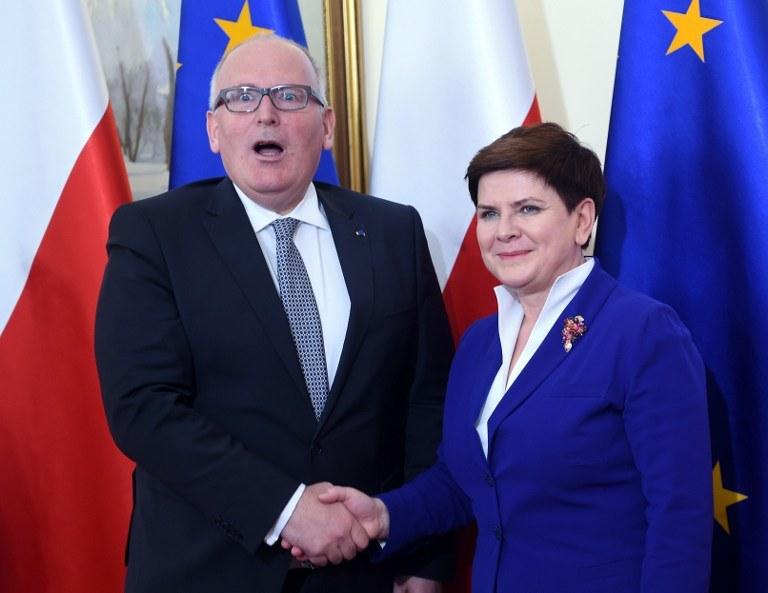 Frans Timmermans i Beata Szydło /JANEK SKARZYNSKI / AFP /AFP
