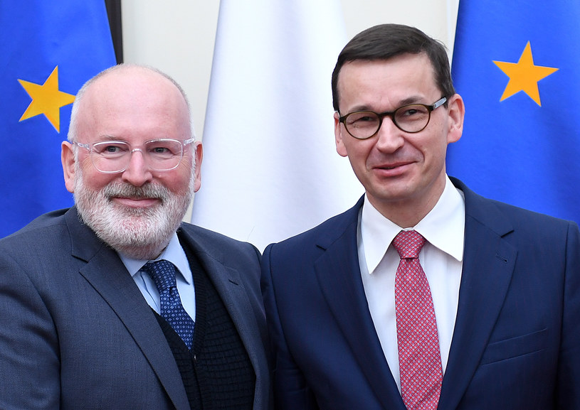 Frans Timmermans i Mateusz Morawiecki /AFP