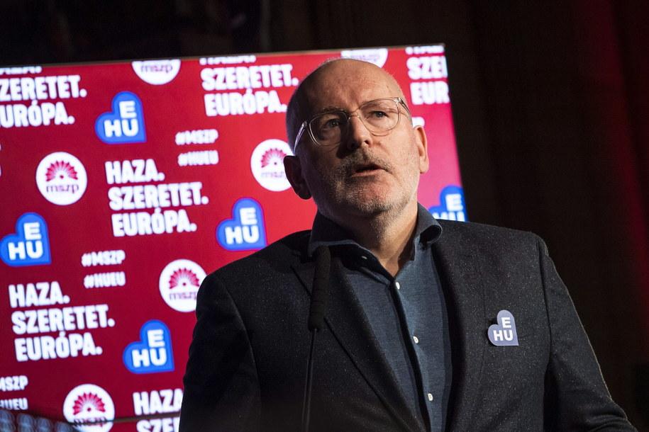 Frans Timmermans, wiceszef Komisji Europejskiej i wiodący kandydat europejskich socjalistów i demokratów w majowych eurowyborach, przemawia na zjeździe Węgierskiej Partii Socjalistycznej /MARTON MONUS /PAP/EPA