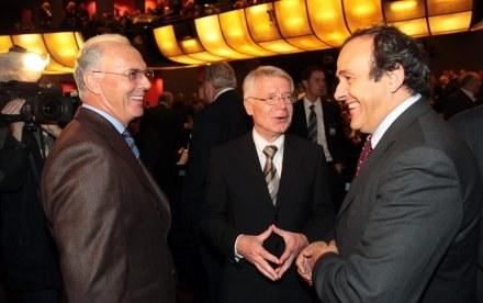 Franz Beckenbauer zachowuje spokój i niby nie chce włączać się do dyskusji o Euro 2012... /AFP