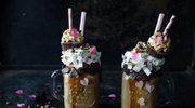 Freakshake kawowy z mleczkiem kokosowym i śliwkami kalifornijskimi