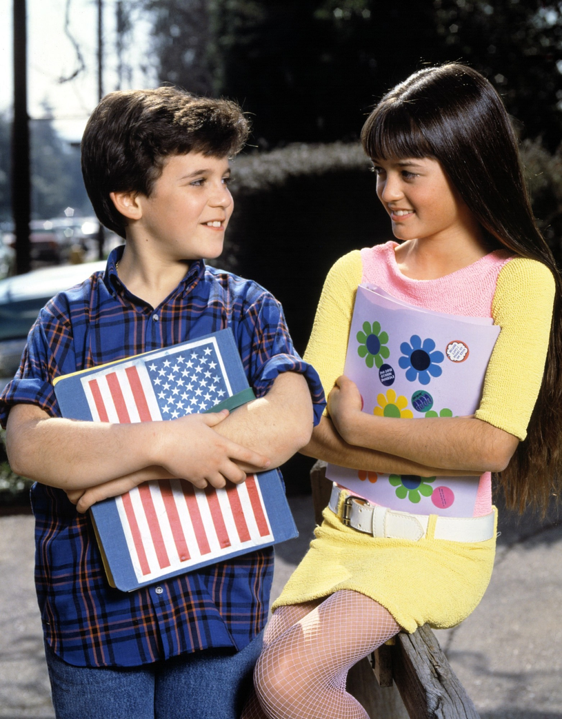 "Fred Savage i Danica McKellar - kard z serialu ""Cudowne lata"" /East News"