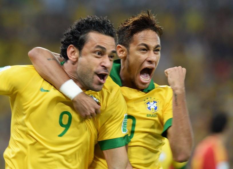 Fred (z lewej) i Neymar doprowadzą Brazylię do szóstego tytułu mistrzów świata? /AFP