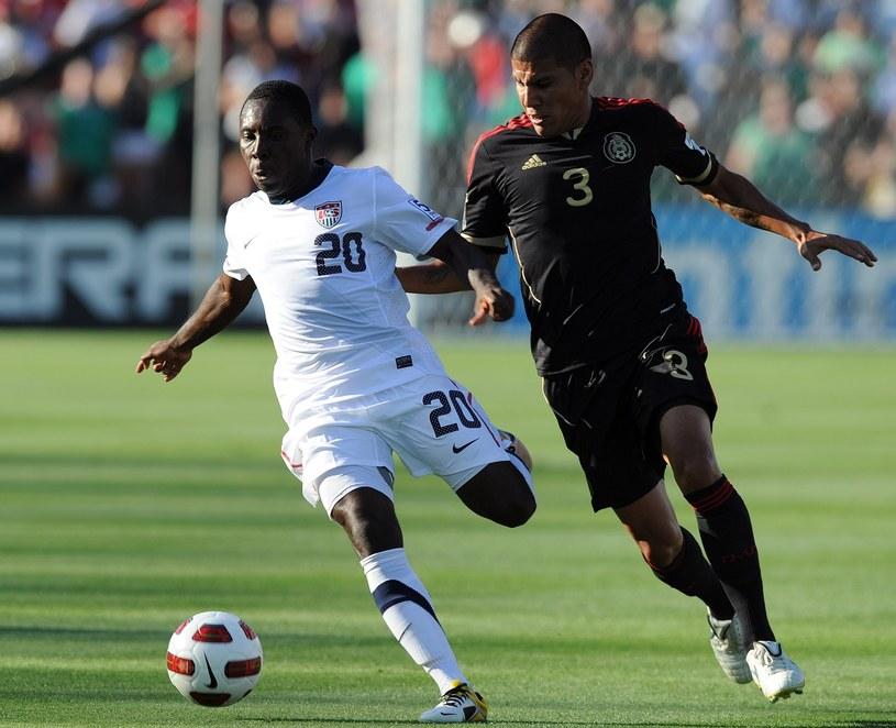 Freddy Adu (z lewej) podczas swojego ostatniego występu w reprezentacji USA w finale Złotego Pucharu CONCACAF w 2011 roku /AFP
