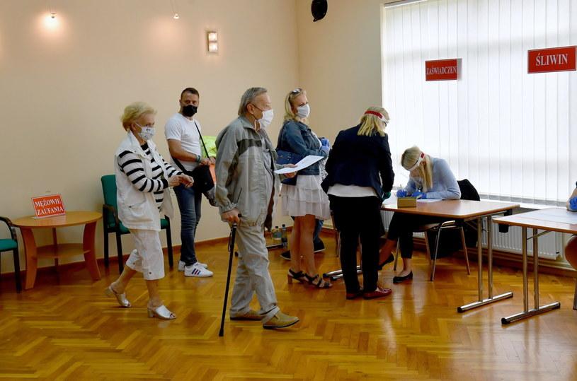 Frekwencja wśród seniorów była najniższa. /Marcin Bielecki   /PAP