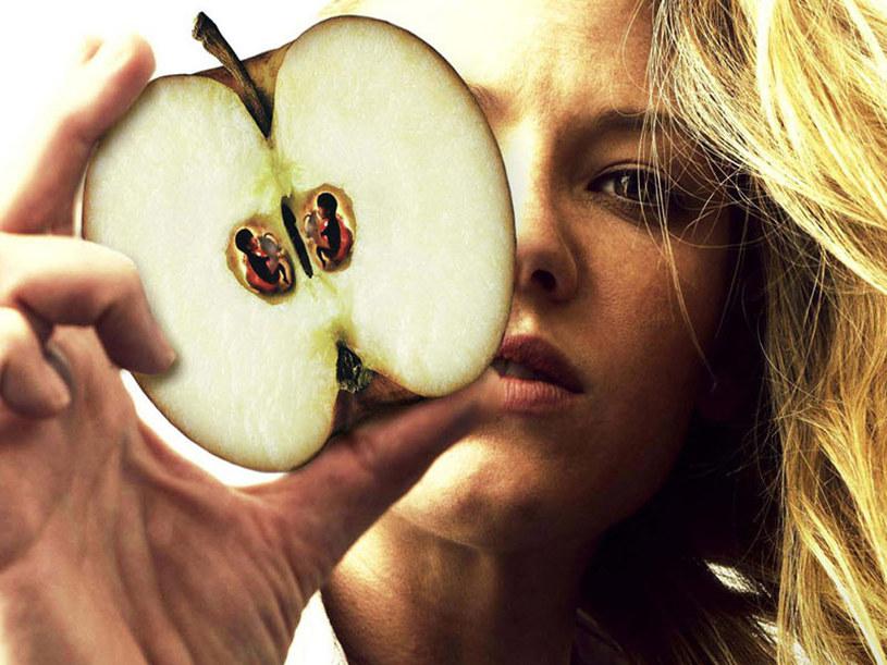"""""""Fringe"""" - serial przepełniony symbolikom. Ktoś wie o co chodzi z tym jabłkiem? /materiały prasowe"""