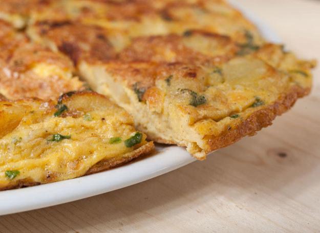 Frittata z ziemniakami i chorizo /123RF/PICSEL