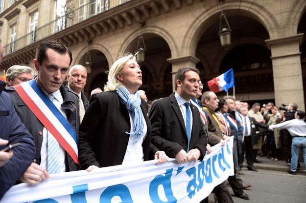 Front Narodowy chce wyjścia Francji ze strefy euro (od lewej Nicolas Bay i Marine Le Pen) /AFP