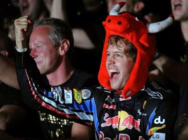 Fruwające byki górą - Sebastian Vettel ma swoje pięć minut. /AFP