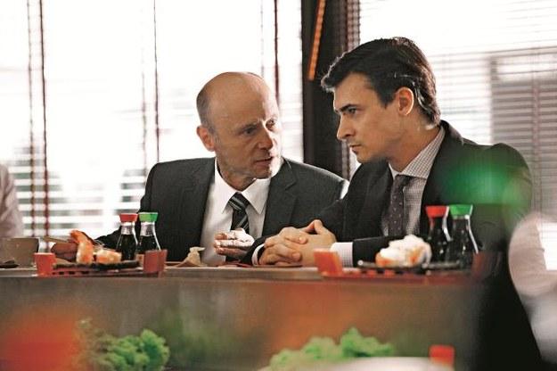 Frydrych (Mateusz Damięcki) nagrywa Wolańskiego (Krzysztof Pieczyński), by pomóc policji. Wszyscy działają na krawędzi prawa... /Mat. Prasowe